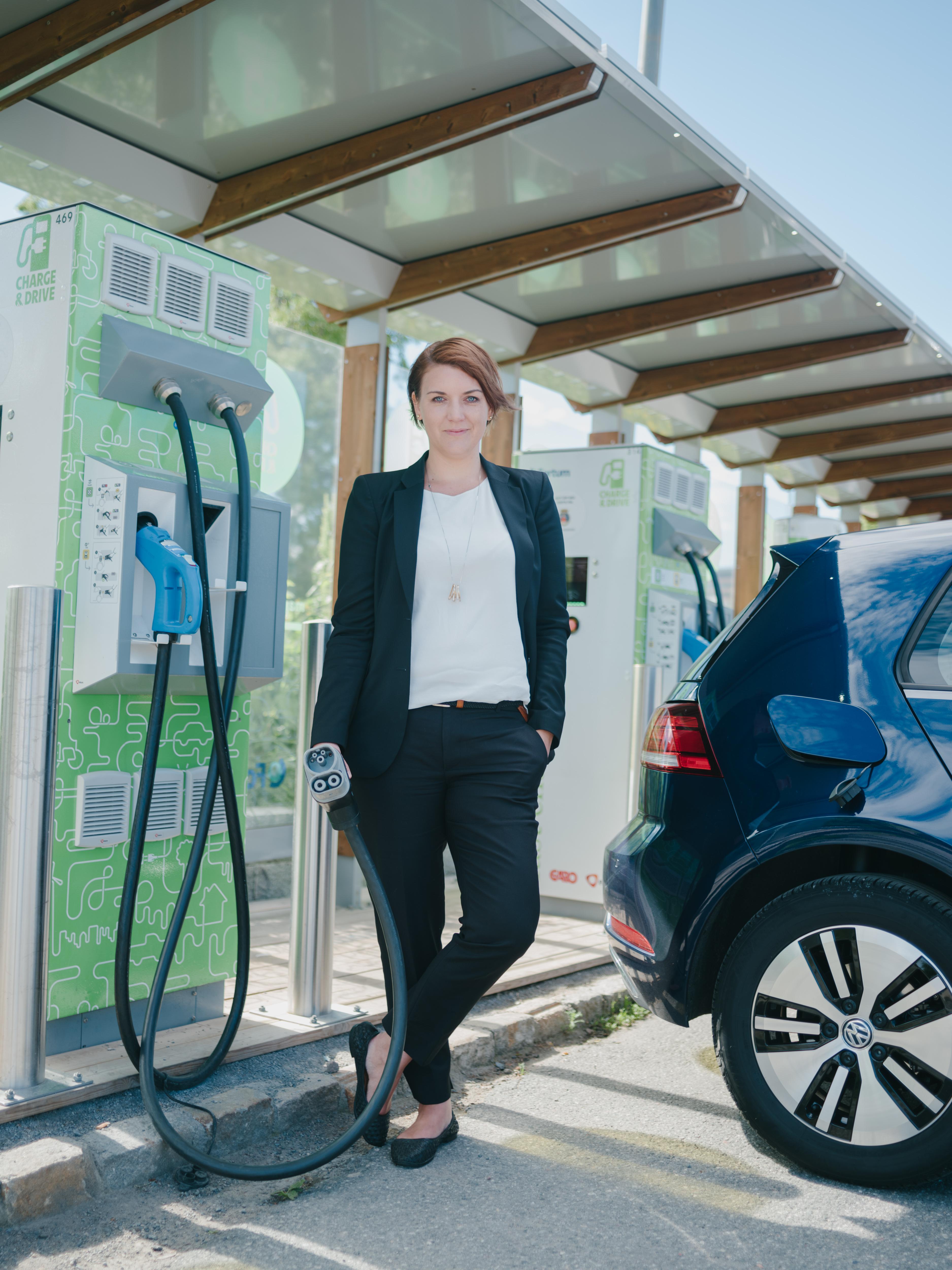Over halvparten vil bruke elbilen som reservelager ved