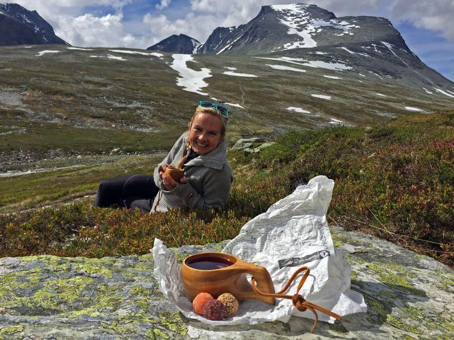 Torunn har fått støtte fra Forskningsrådet for å matche reisende med deres drømmedestinasjon. Her er hun selv på tur i Rondane Nasjonalpark. Foto: Vigdis Rosenkilde