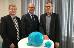 From the left:  Ilkka Louhia, Sales Director Card, EVRY, Jarmo Rouhiainen, Head of Card personalisation, EVRY og Manu Kauppila, Head of Cards in Savings Banks Group.