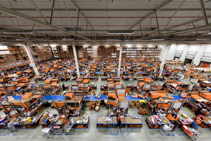 AUTODOC warehouse in Szczecin: The employees at the logistics facility