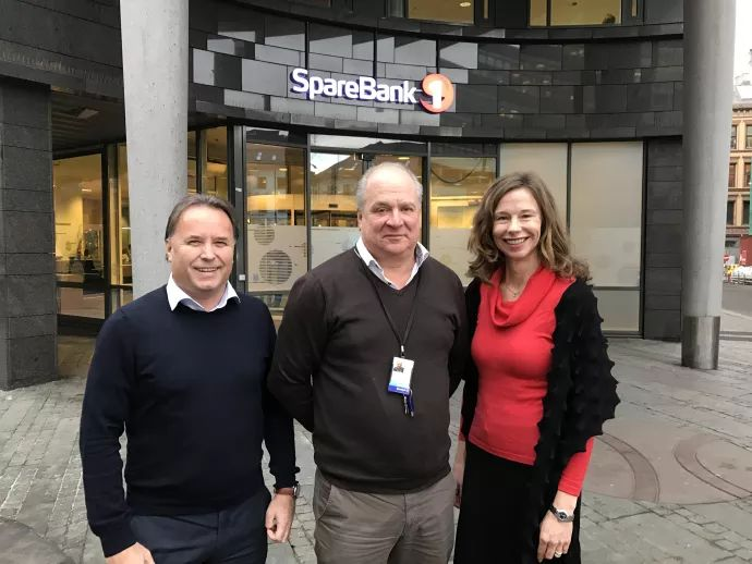 Fornøyde samarbeidspartnere, fra venstre: Nils Finstad, produktutviklingssjef for Facility Services hos Compass Group, Magne Braaten, leder for Fellestjenester hos SpareBank 1 og Audrey Sjøstedt, Key Account Manager hos Eurest.