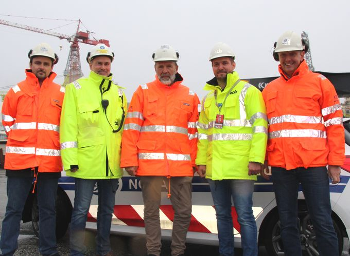 Nokas skal levere sikringstjenester til CCB konsernets forsyningsbaser langs norskekysten i fem år fremover. På bildet (f.v): Jørn Sandvik (Nokas), Pål Stian Samuelsson (CCB), Geir Svanberg (Nokas), Daniel Ayala Høydal (CCB) og Livar Bertelsen (Nokas). Foto: Nokas