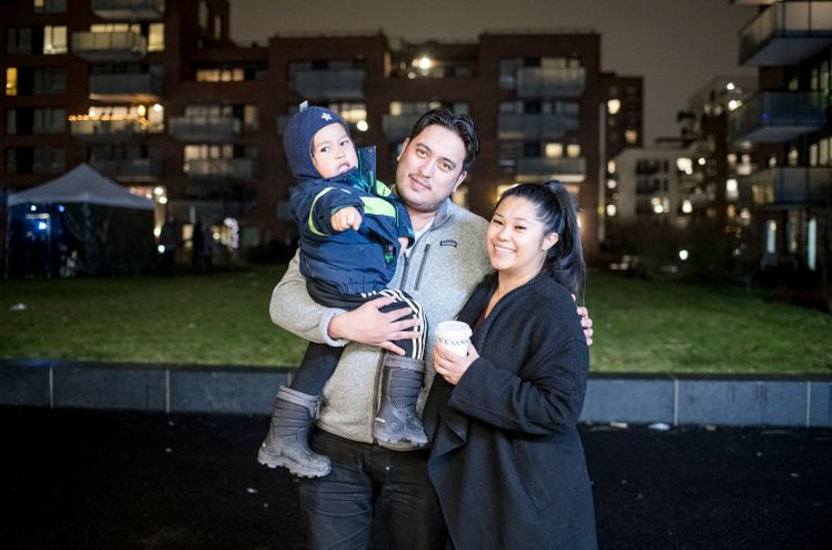 Lille Samuel, Maelyn og Chris trives så godt i leiligheten at de ser etter en større i samme område. Foto: Aleksander Andersen