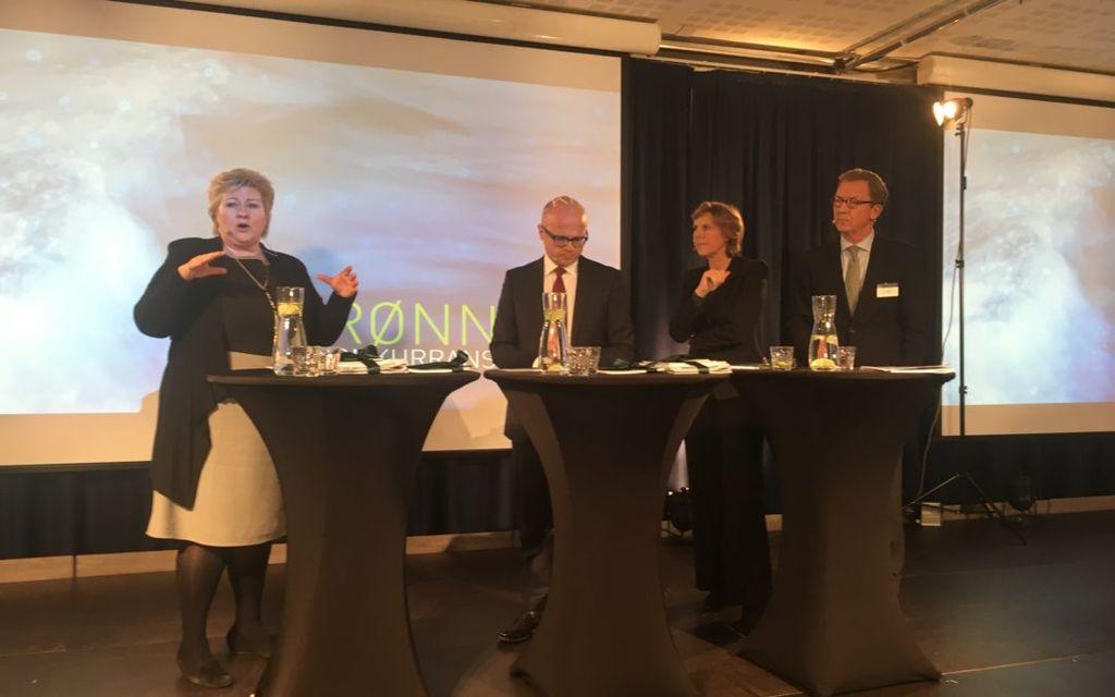 Et ekspertutvalg leverte fredag sin rapport om grønn konkurransekraft til statsminister Erna Solberg og klima- og miljøminister Vidar Helgesen. (foto: Regjeringen.no)