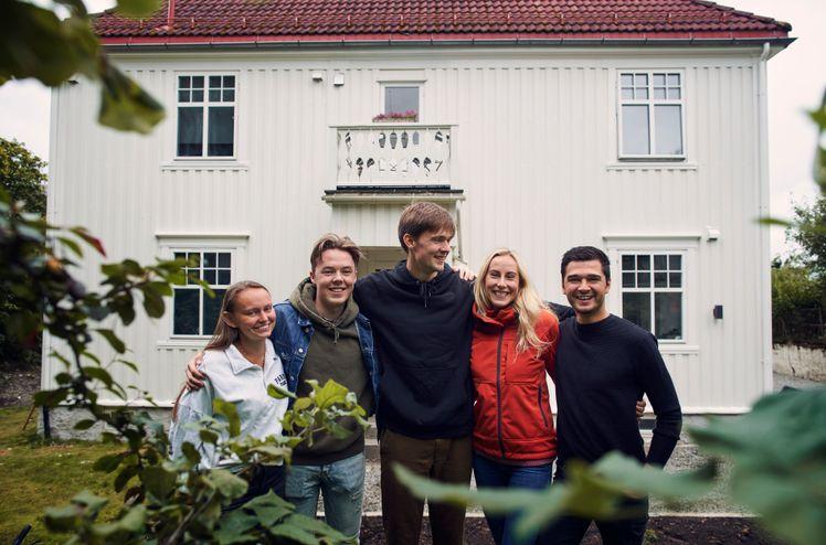 AF-kollektivet i Trondheim høsten 2020. Fra venstre: Juni Leirvik Larsen,  NicolaySchiøll-Johansen, Martin Systad Geiran, Merethe Tvedt og MikaelSkjæraasenAhmedKhan.