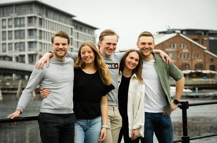 NTNU-studentene Simen, Rikke, Bjørn, Tonje og Marcus vant årets finale og har flyttet sammen i AF-kollektivet i Trondheim. Foto: Catchlight