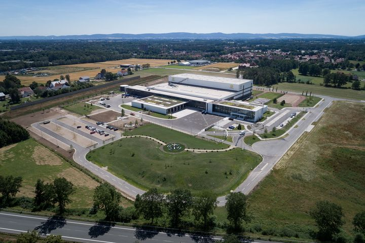 HARTING has now commissioned the ultra-modern logistics centre EDC.