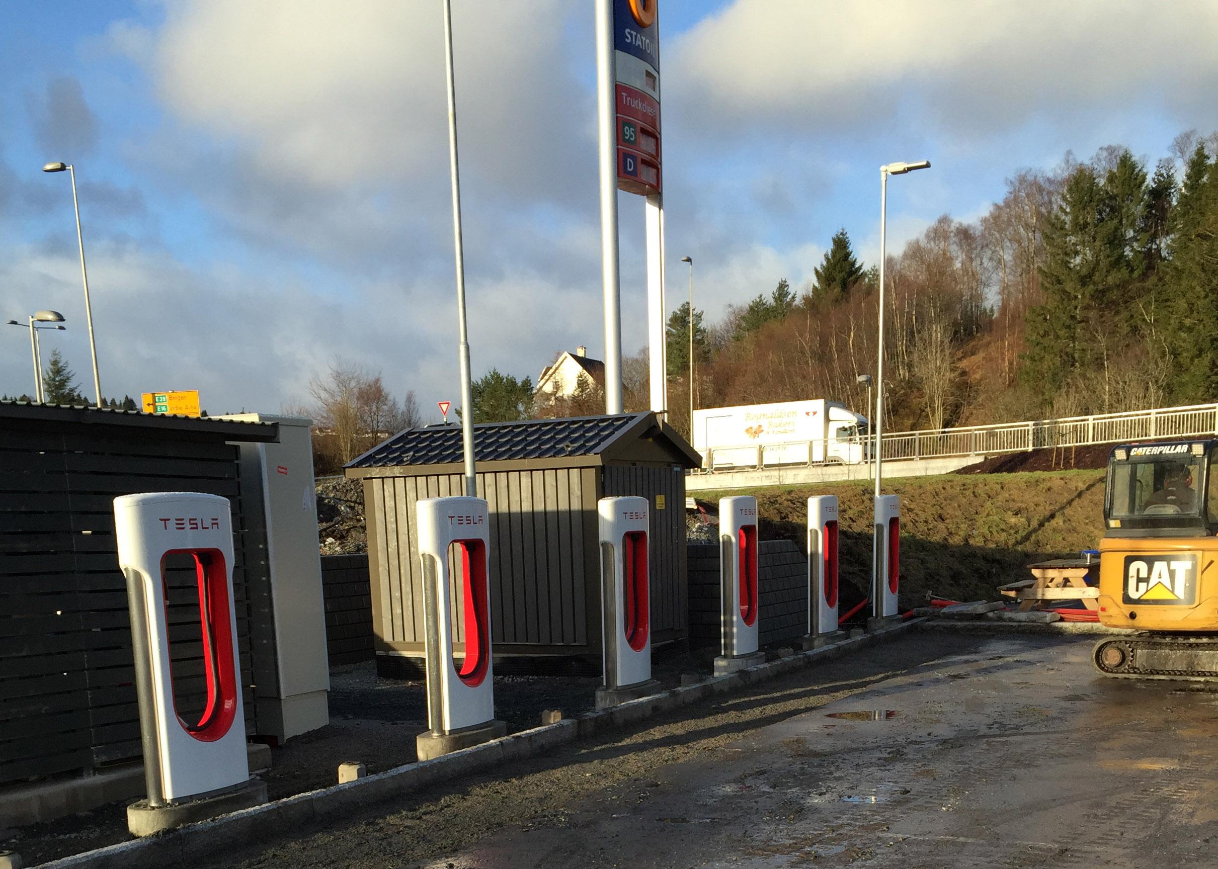Tesla lader åpnet på Statoil Haukås | Circle K Norge