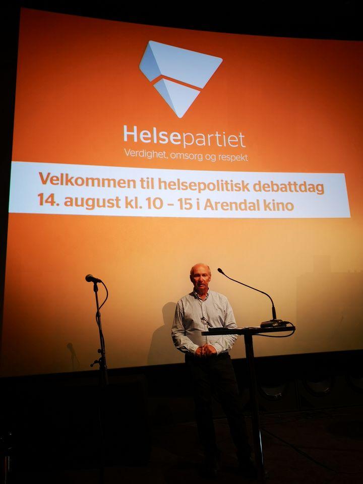 Leder for Helsepartiet Agder, dr. Egil Hagen, ledet presentasjonen av Pinga på Helsepartiets Arendalsuke 2020.