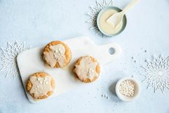 Pepperkakescones med clotted cream. Foto: brodogkorn.no