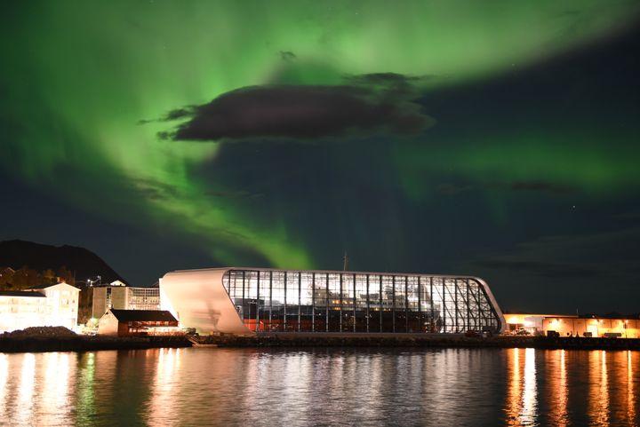 Das größte Museumsobjekt der Welt?  Das Hurtigruten-Schiff MS Finnmarken ist jetzt im Hurtigruten-Museum in Stokmarknes in Deckung.  Foto: Bjørn Eide.