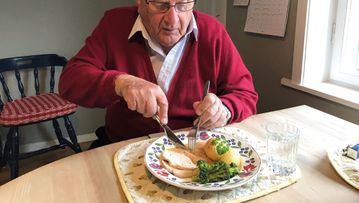 Hvis ikke eldre får tilpasset og næringsrik mat, kan det føre til underernæring og alvorlig sykdom. Foto: TINE