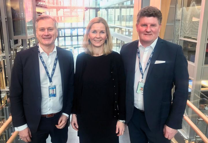 F.V.: Tord Rune Larsen, Sales Director Card i EVRY, Merete Eikeseth Gillund, CIO i Bank Norwegian, Jarle Eng, Key Account Manager Financial Services i EVRY.