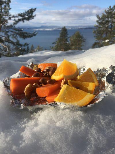 Appelsinen lesker tørsten og smaker helt himmelsk på skitur.