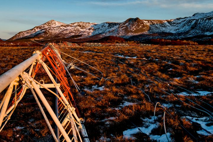 Demolition of Loran-C radio mast in Vesterålen. Photo: AF Gruppen/Fartein Rudjord