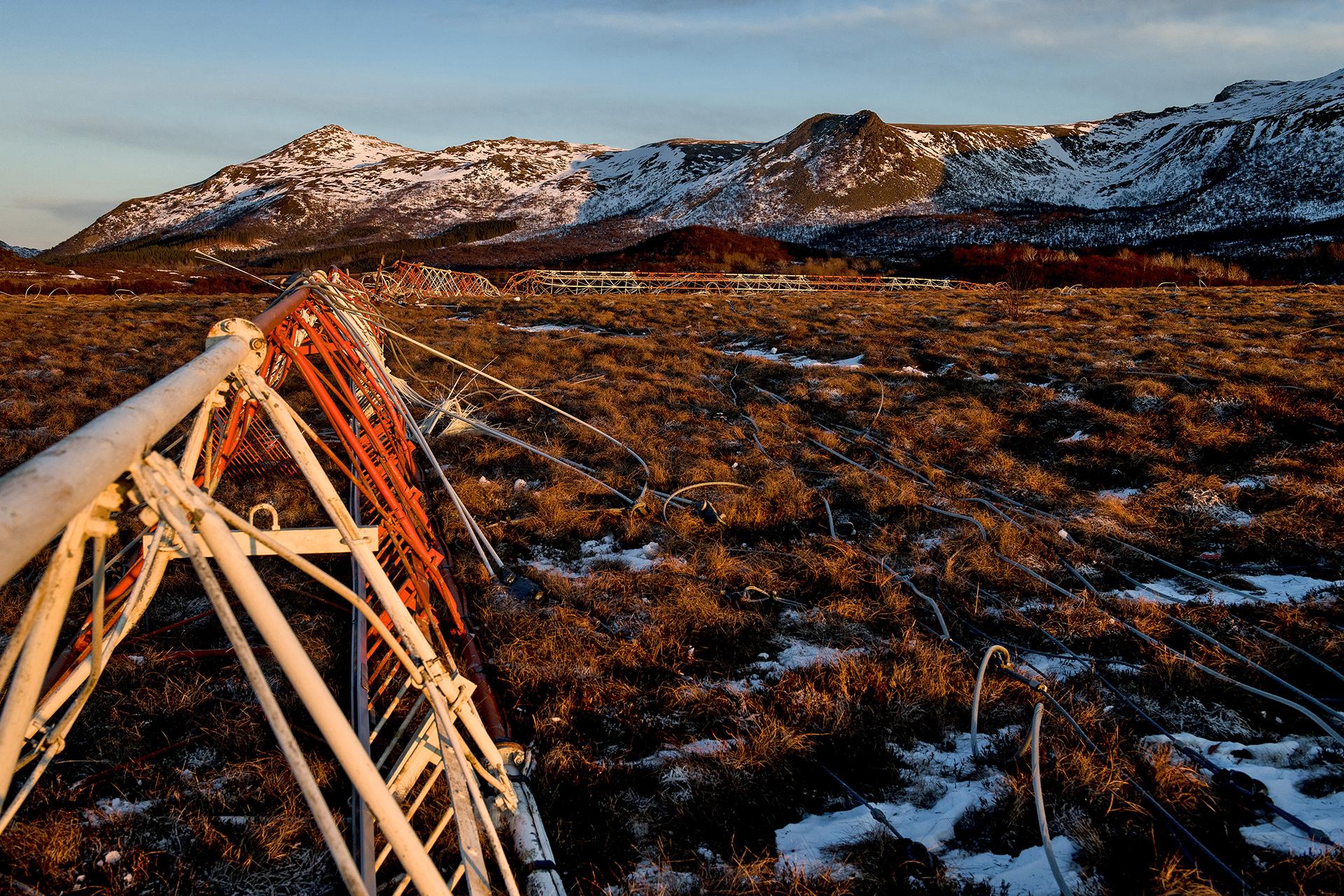 Demolition of Loran-C radio mast in Vesterålen. Photo: AF Gruppen/Fartein Rudjord