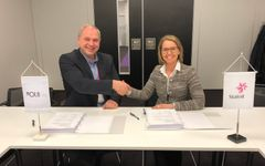Steinar Riise, CEO Ocean Installer, and Hanne Gro Feginn, Statoil, after signing the contract.